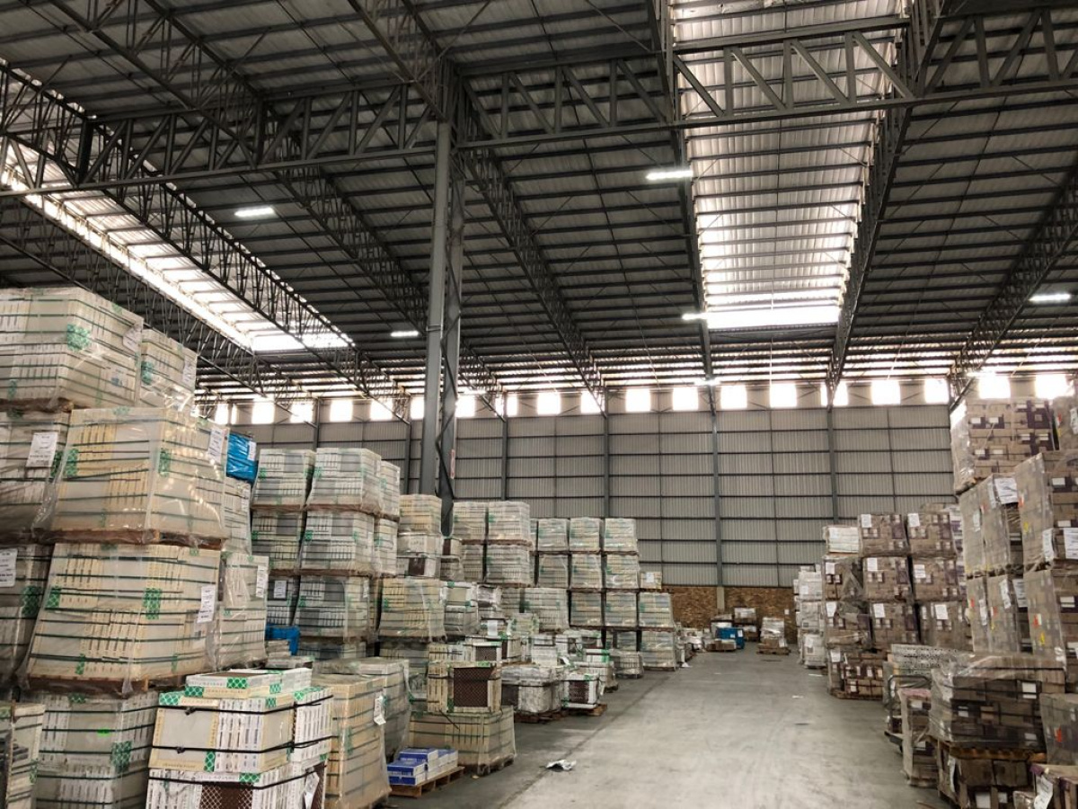 large warehouse and yard to rent north riding