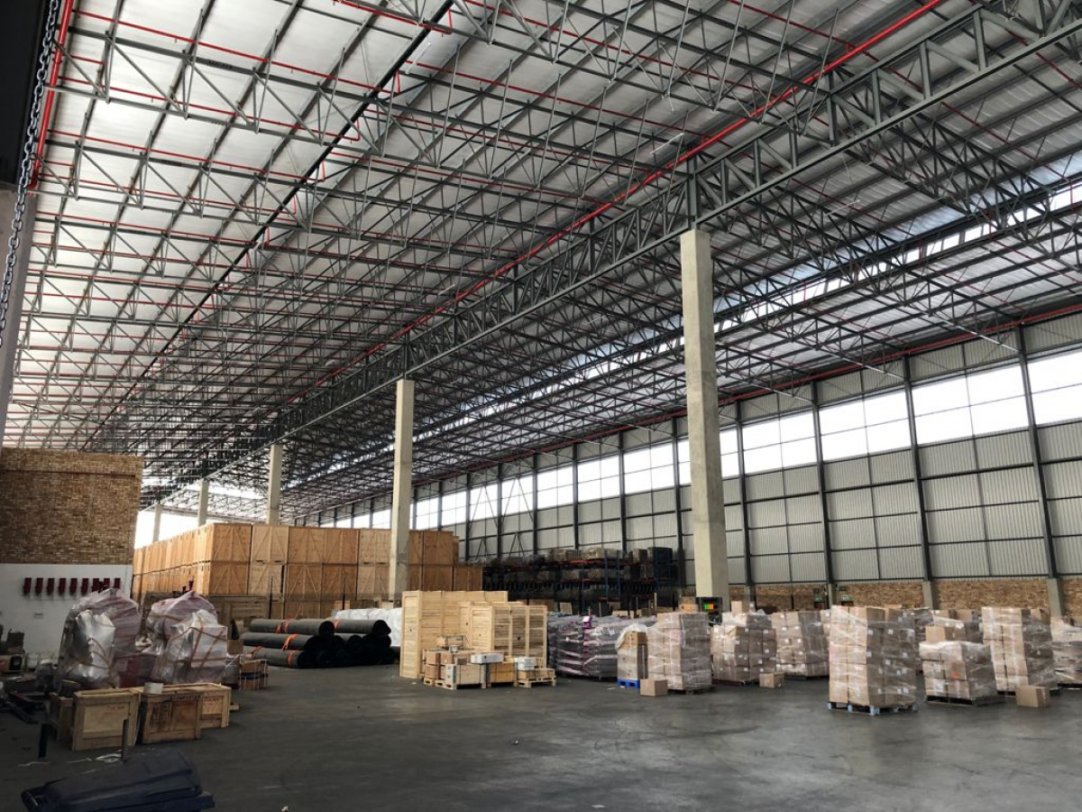 a grade warehouse to rent with yard and office north riding