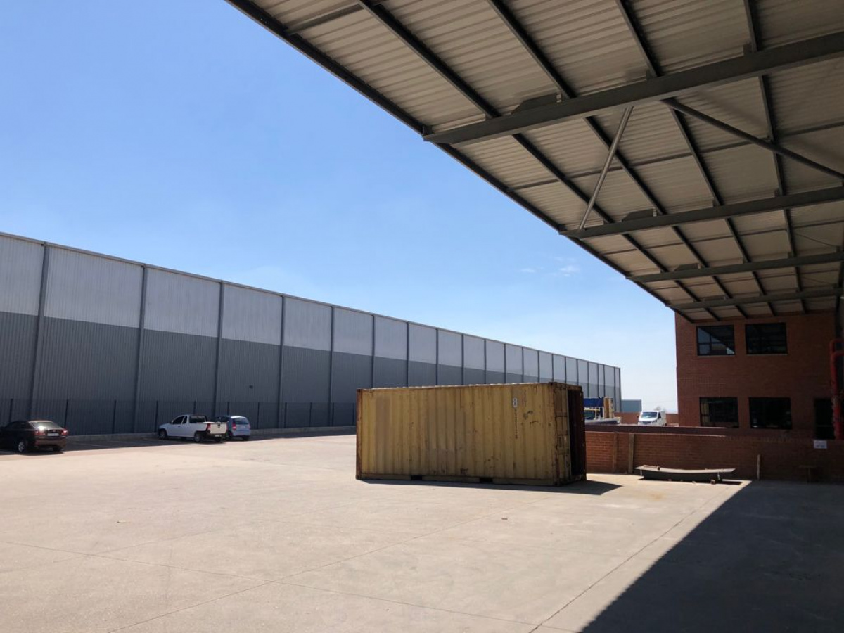 warehouse and yard to rent north riding