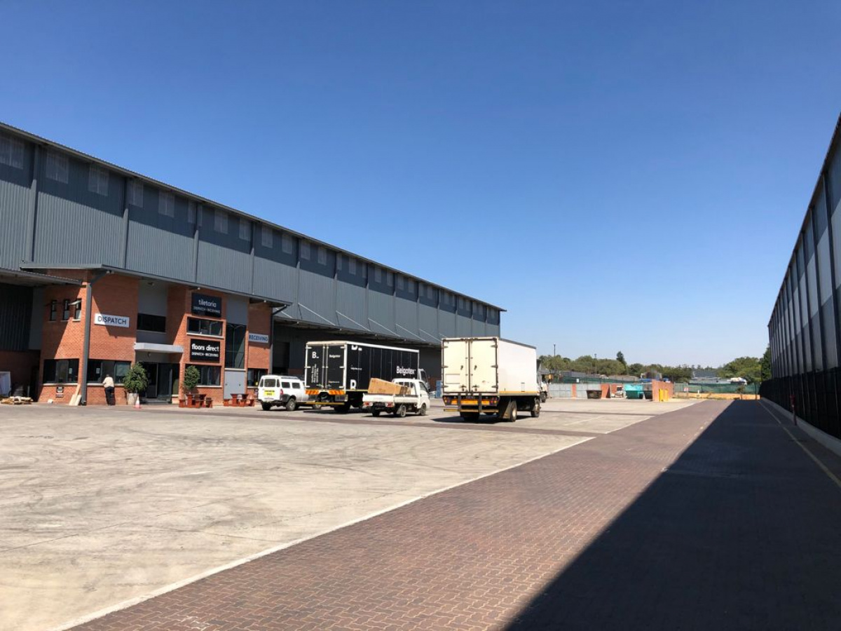 large yard and warehouse to rent north riding