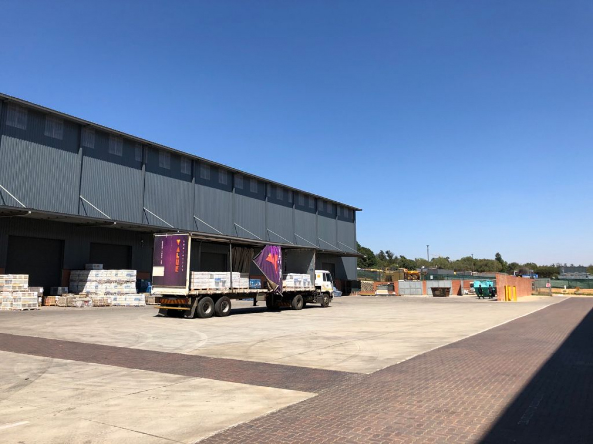 warehouse, office, yard to rent in north riding